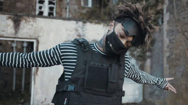 The black mask with zip Scarlxrd in his clip Bands