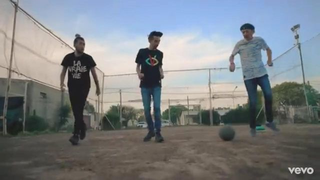 The black t-shirt Visionary Bigflo in the clip the Dad of Bigflo & Oli - Youtube Outfits and Products