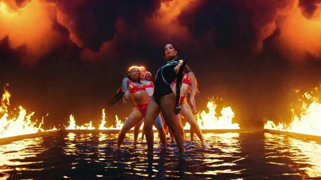 The body black of Anitta in her video clip Fuego with DJ Snake