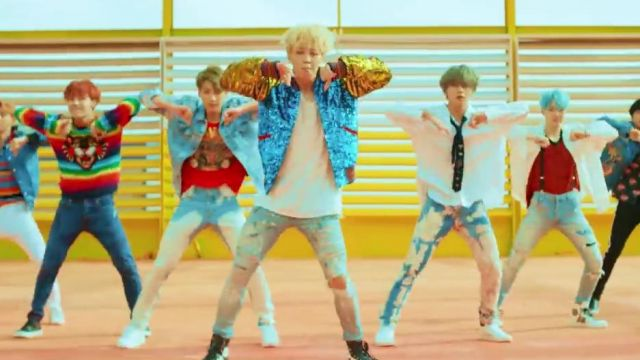 The bomber jacket aviator Gucci Jimin in the clip DNA of BTS - Youtube Outfits and Products
