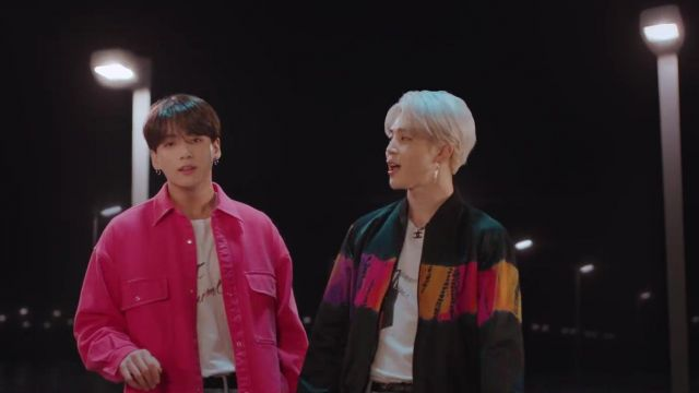 The bomber jacket bomber Saint Laurent black tie-dye of Park Ji-min in the clip Lights BTS - Youtube Outfits and Products