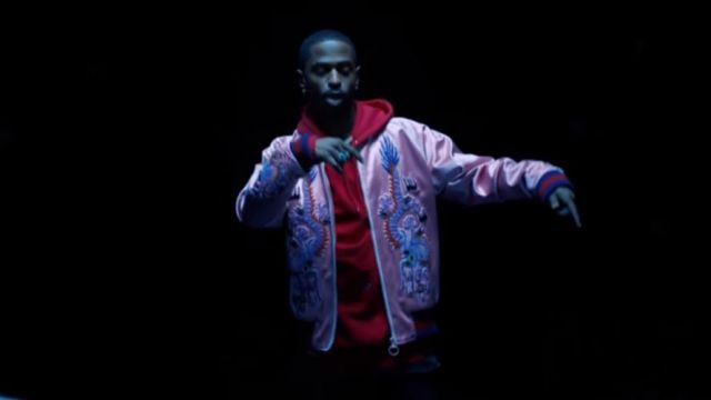 Fashion Trends 2021: The bomber jacket pink with embroidery in the clip Moves from Big Sean