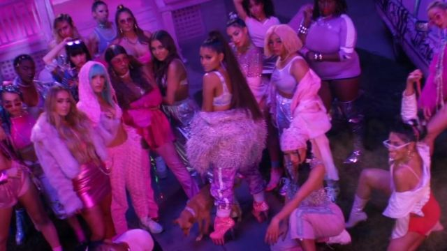 The booties glitter of Ariana Grande in clip 7 rings - Youtube Outfits and Products