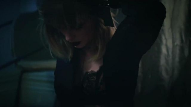 The bra outfit worn by Taylor Swift in her video clip I Don't Wanna Live Forever with Zayn