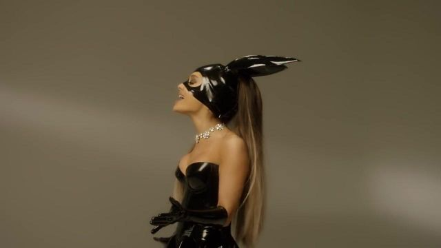 The bunny mask Ariana Grande in the clip Dangerous Woman - Youtube Outfits and Products
