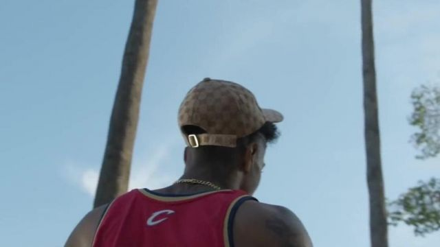"""The cap Gucci New York Yankees of Blueface in her video clip """"Bleed It"""" - Youtube Outfits and Products"""