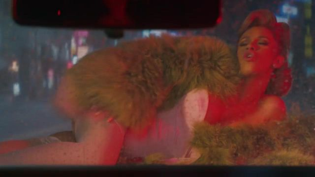 The coat green and pink David Ferreira wool Mongolia Cardi B in his clip Bartier Cardi (feat. 21 Savage) - Youtube Outfits and Products