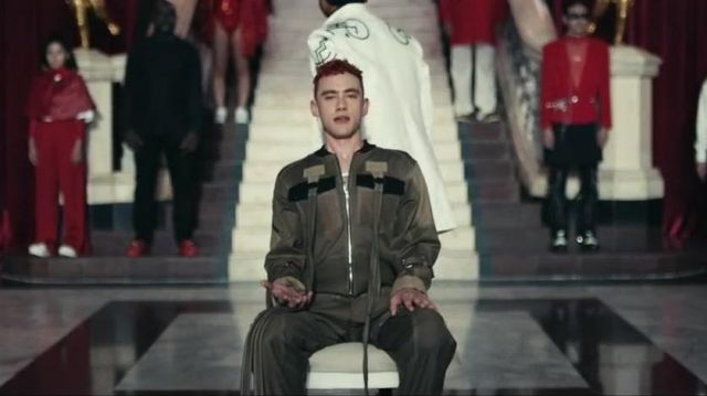 The combination of style para of Olly Alexander in the video clip Sanctify of Years & Years