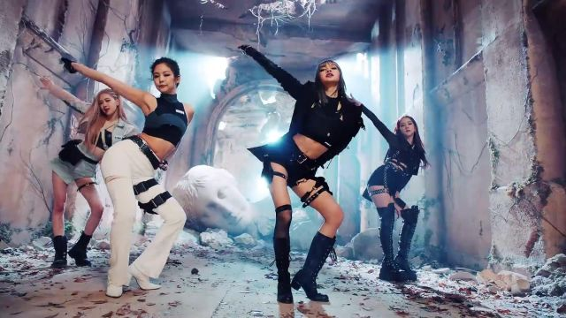 The crop top long sleeve black, Jennie Kim in the clip Kill-This Love of Blackpink - Youtube Outfits and Products