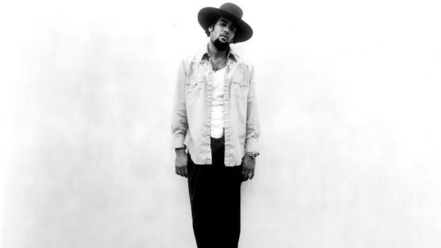 The denim shirt Levi's of Ben Harper on the cover of Ben Harper & The Innocent Criminals - Youtube Outfits and Products