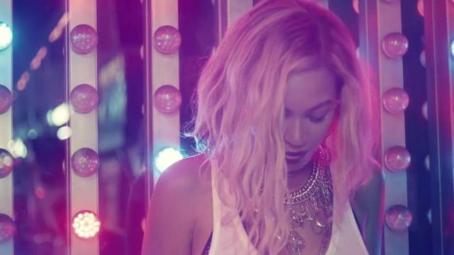 The gold necklace Erickson Beamon outfit worn by Beyoncé in the clip XO - Youtube Outfits and Products