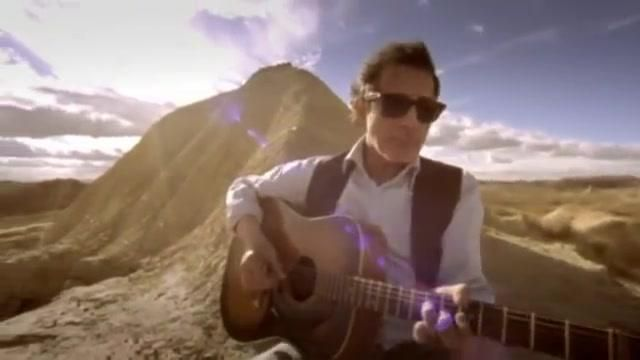 The guitar in the clip The happiness of Berry - Youtube Outfits and Products