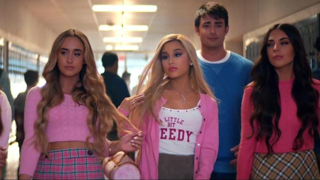 The hand bag pink Louis Vuitton x Murakami to the grounds of cherry blossoms Ariana Grande in the video thank u, next, - Youtube Outfits and Products
