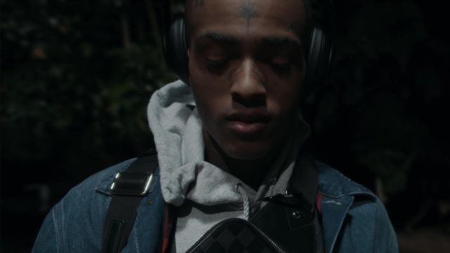 The headset audio XXXTentacion in her video clip Moonlight