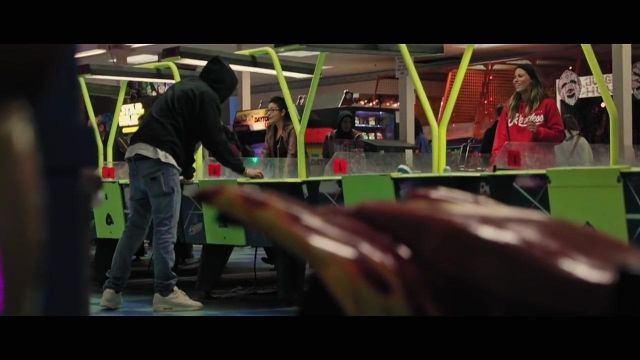The hoody red Young & Reckless in the clip Better With You Austin Mahone - Youtube Outfits and Products
