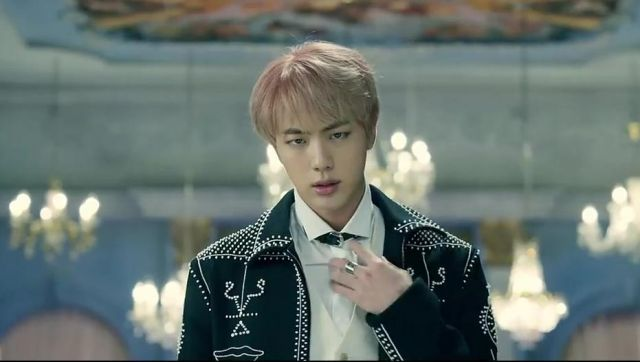 The jacket Valentino Jin in the clip Blood Sweat & tears BTS - Youtube Outfits and Products