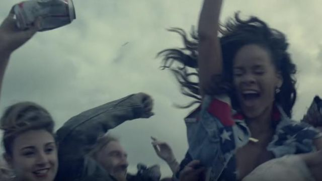The jacket custumisé USA Lee of Rihanna in her music video We Found Love