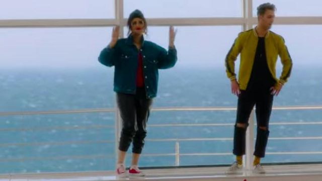 The jean jacket oversize Salma Rachid in her video clip of MY GAZELLE feat. Mok Saib