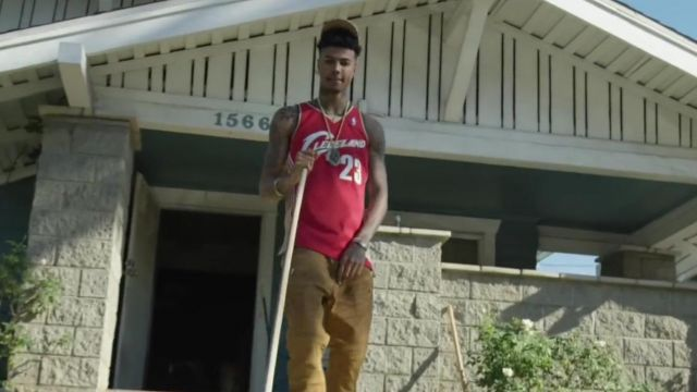 The jersey NBA Cleveland outfit worn by Blueface in her video clip Bleed It - Youtube Outfits and Products