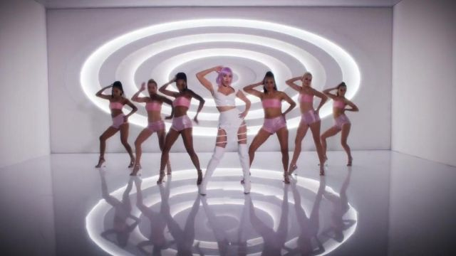 The leg straps in white, outfit worn by Ashley O (Miley Cyrus) in her video clip On a roll - Youtube Outfits and Products