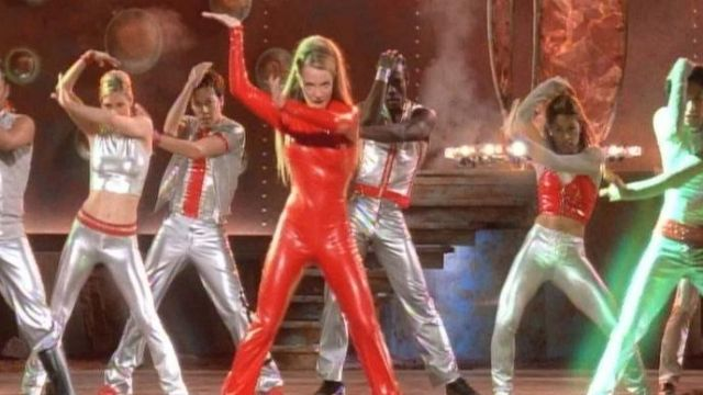 The legging in red vinyl of Britney Spears in the clip Oops I did it again - Youtube Outfits and Products