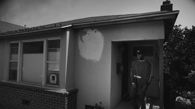 The long sleeve t-shirt in the clip Self-made Bryson Tiller - Youtube Outfits and Products