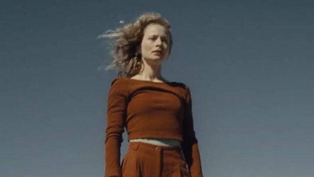 The long sleeved top and bare back brick color outfit worn by the dancer in the clip Tough Love of Avicii feat. Agnes, Vargas & Lagola - Youtube Outfits and Products