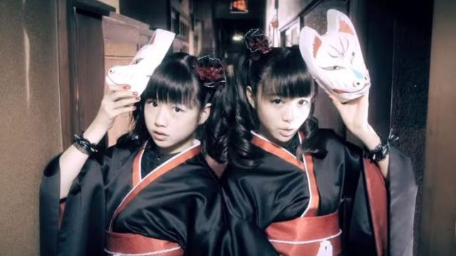 The mask Kitsune in the video clip メギツネ - Megitsune from Babymetal - Youtube Outfits and Products