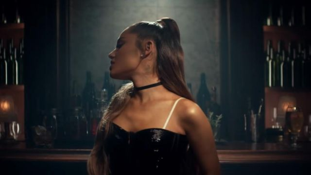 The micro choker of Ariana Grande in the clip breathin - Youtube Outfits and Products