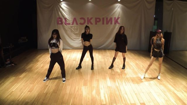 The mini top black Jennie Kim in BLACKPINK - '마지막처럼 (AS IF IT'S YOUR LAST)' DANCE PRACTICE VIDEO - Youtube Outfits and Products