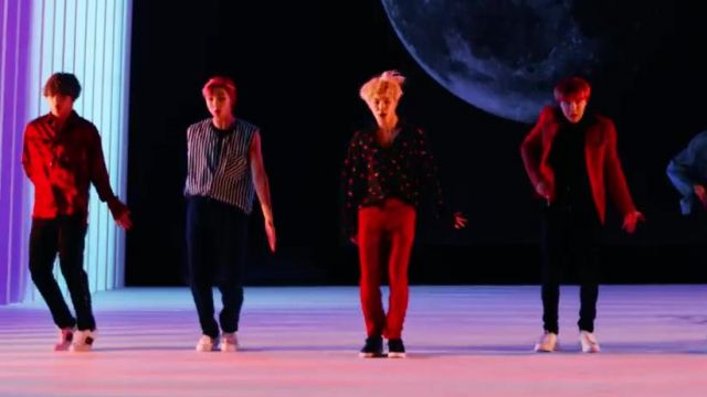 The printed shirt Saint Laurent in the clip DNA of BTS - Youtube Outfits and Products