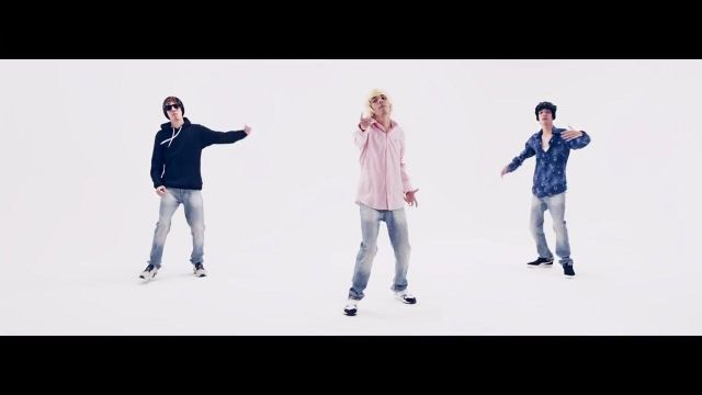 The puma suede blue very dark in the clip We also Bigflo & Oli - Youtube Outfits and Products