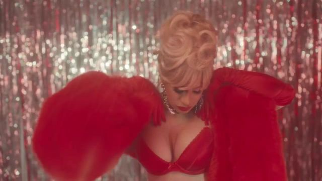The red bra Agent Provocateur Cardi B in the clip Bartier Cardi - Youtube Outfits and Products