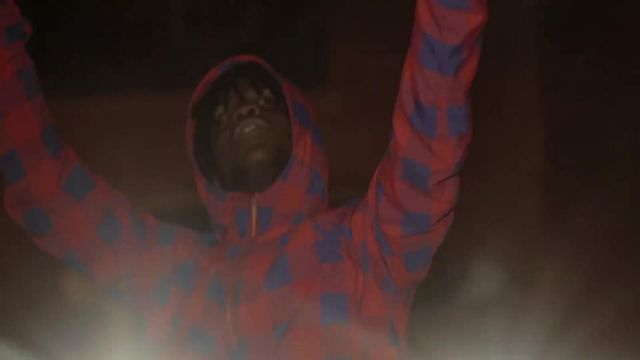 The red jacket and blue outfit worn by Chief Keef in her video clip Love Sosa - Youtube Outfits and Products