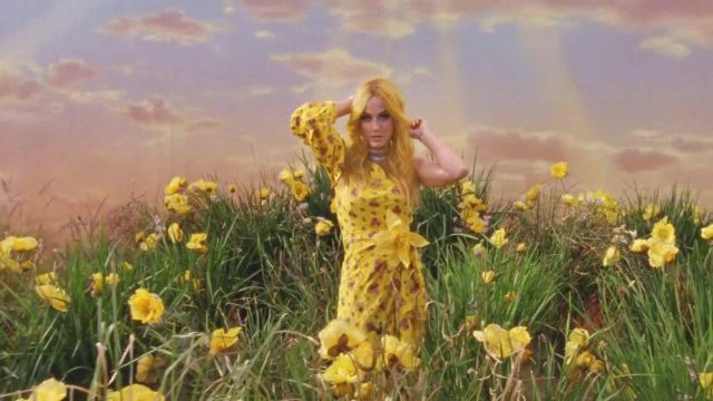 The silk dress with yellow flowers of Katy Perry in the clip, Feels Calvin Harris - Youtube Outfits and Products