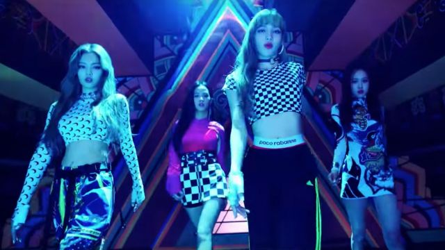 The skirt checkerboard of Jisoo in the clip DDU-DDU-THE of BlackPink - Youtube Outfits and Products