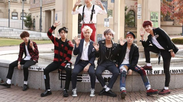 The sneakers at sole offset of Suga for the promo of War of Hormone BTS - Youtube Outfits and Products