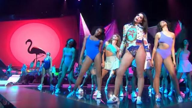 The sneakers sneakers, Adidas originals superstar bold platform of Dua Lipa at the Brit award 2018 - Youtube Outfits and Products