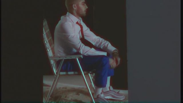 The suit pants royal Blue of Zayn Malik in her video clip Me, myself and I (Remix) with Beyoncé - Youtube Outfits and Products