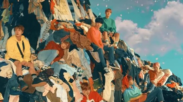 The sweat multi-coloured Palm Angels in the clip Spring Day BTS - Youtube Outfits and Products