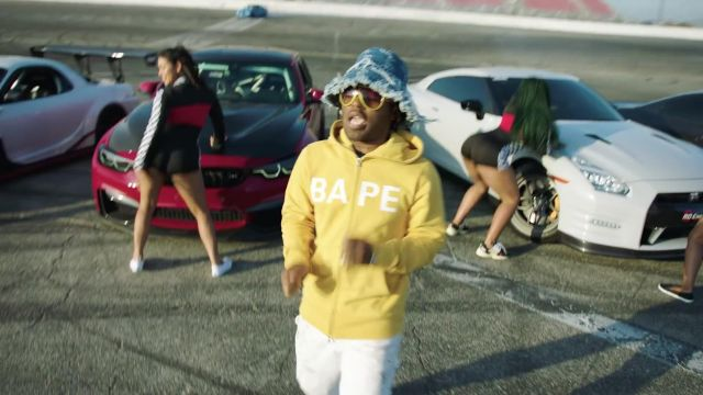The sweat-shirt with zip yellow BAPE of MadeinTYO in the clip Hot Shower, Chance the Rapper feat. MadeinTYO - Youtube Outfits and Products