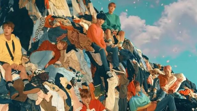 The sweater pink Acne Studios in the clip Spring Day BTS - Youtube Outfits and Products