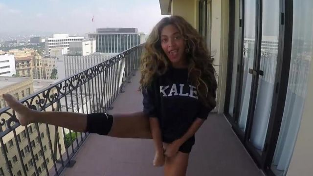 """The sweatshirt """"KALE"""" from Beyoncé in her music video 7/11 - Youtube Outfits and Products"""
