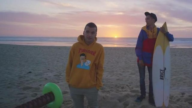 """The sweatshirt yellow-orange """"thrash force"""" of Oli in the clip For a friend of Bigflo & Oli feat. Jean Dujardin - Youtube Outfits and Products"""