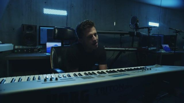 The synthesizer Korg Triton Charlie Puth in her video clip Attention - Youtube Outfits and Products