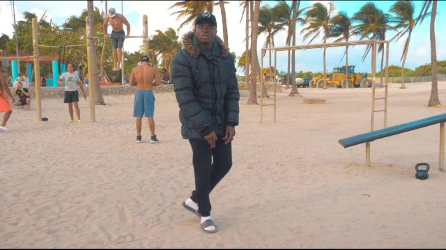 The tap Reebok in the clip Mans not hot Big Shaq - Youtube Outfits and Products