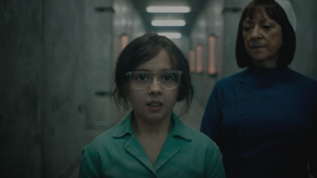 The transparent glasses of Lyra Belacqua (Dafne Keen) in His Dark Materials (S01) - TV Show Outfits and Products