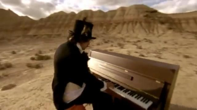 The upright piano in the clip, The happiness of Berry - Youtube Outfits and Products
