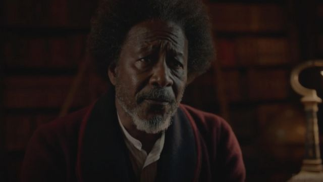 The velvet fitted jacket of Dr. Carne (Clarke Peters) in His Dark Materials (S01) - TV Show Outfits and Products