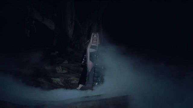 The waders in the white Nicki Minaj in the clip, the light is coming from Ariana Grande - Youtube Outfits and Products